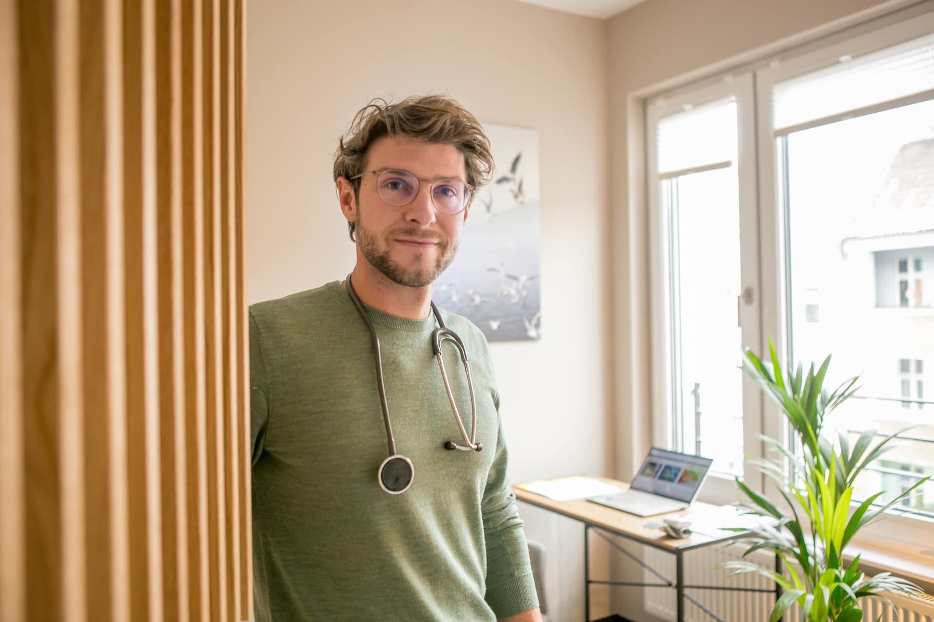 Dr. med. Sebastian Gaus empfängt zur Behandlung
